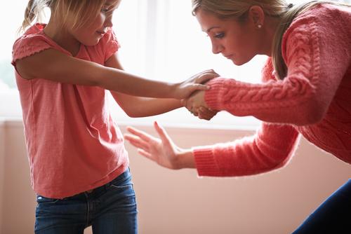 Niente sculacciate ai bambini: lo dicono le linee guida Usa